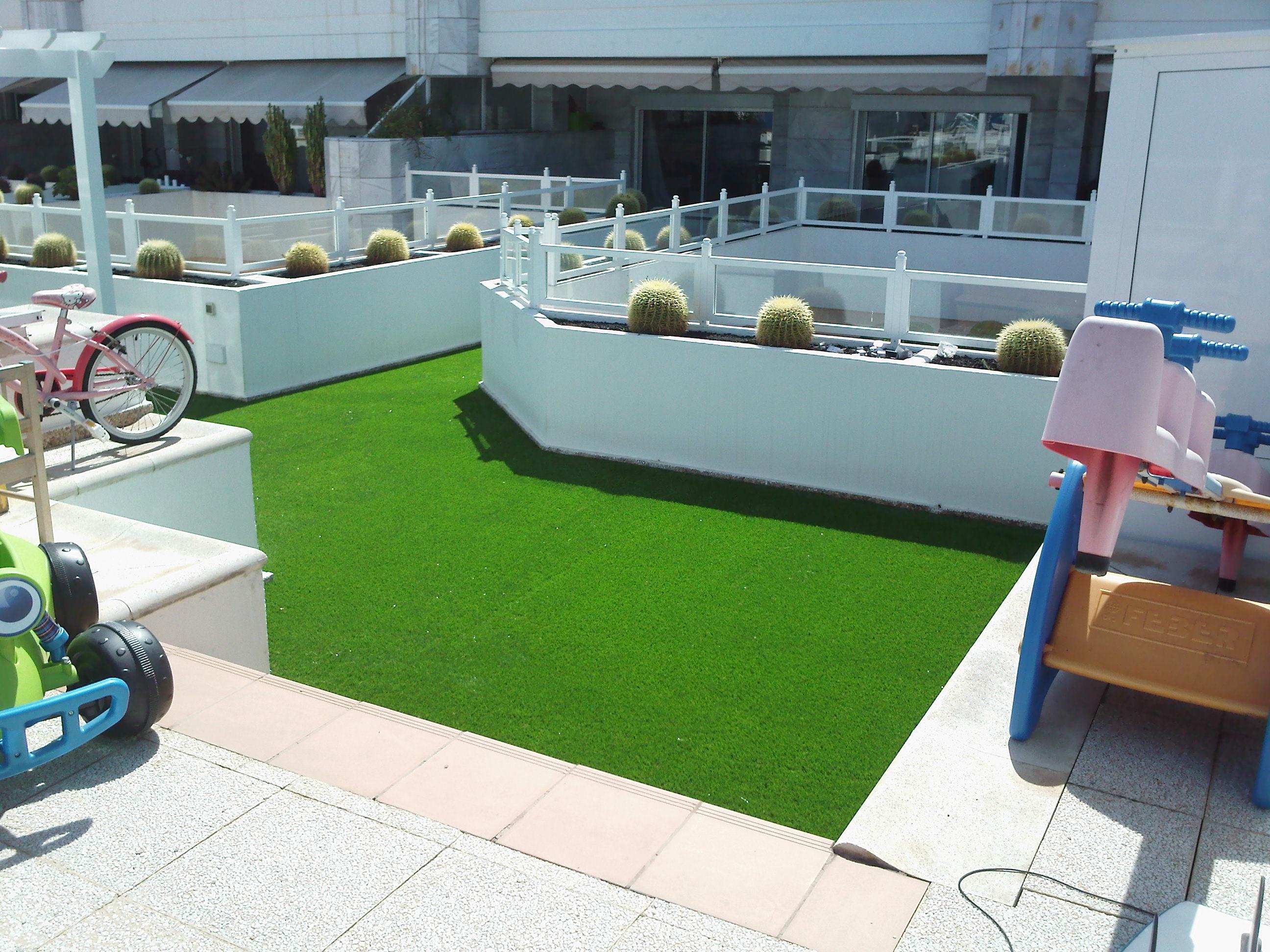 Canary islands garden s c p telde - Poner cesped artificial en terraza ...