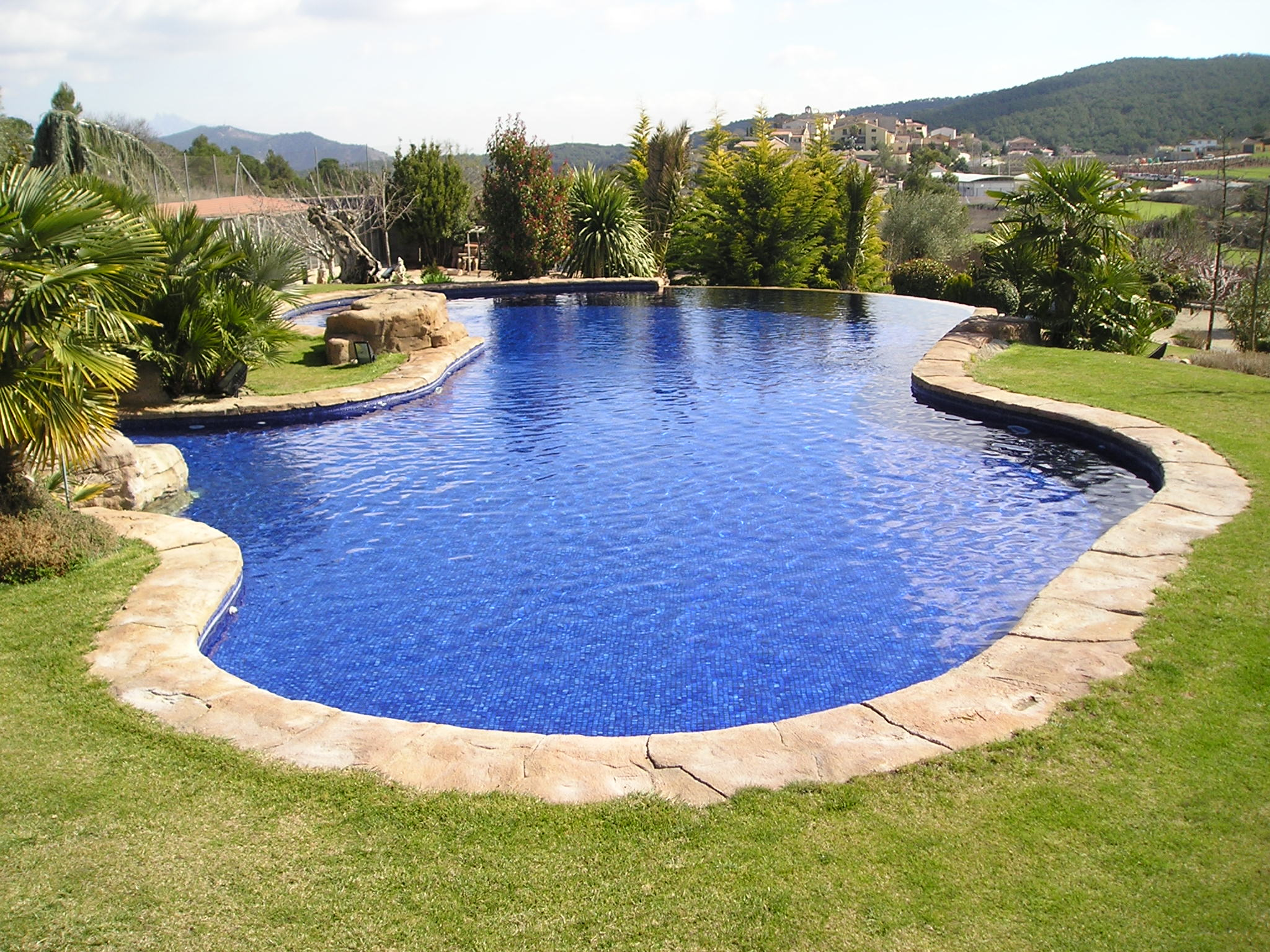Piscinas unic lli d 39 amunt for Normativa de diseno de piscinas