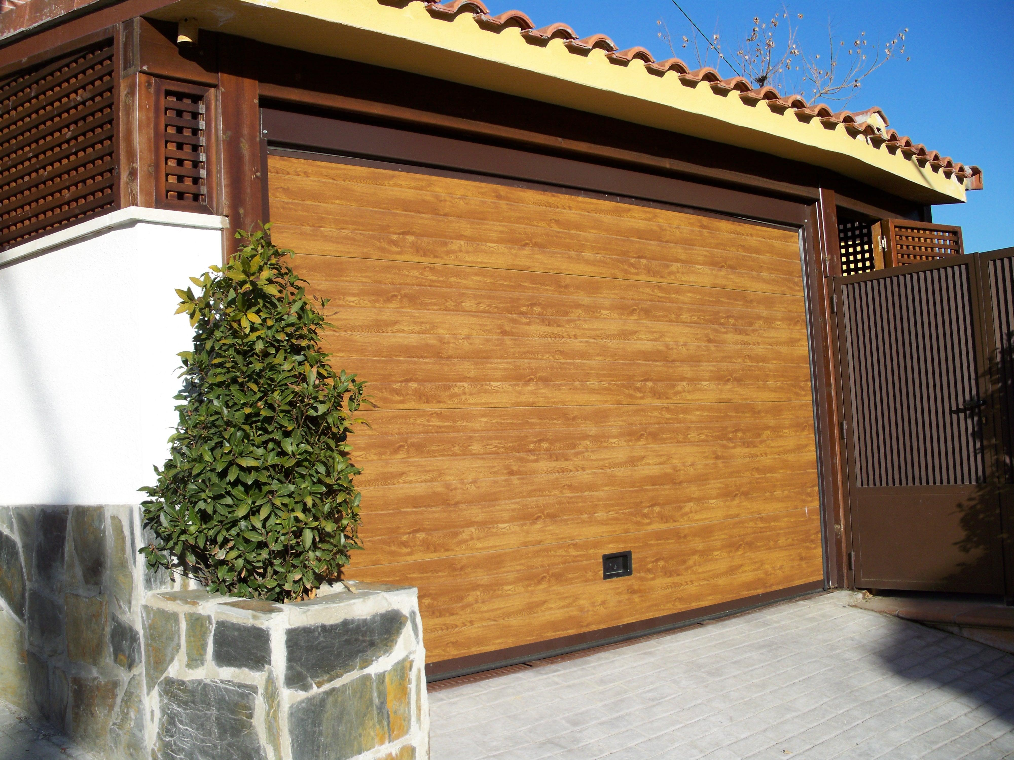 Puertas garaje seccionales car interior design - Puertas en fuenlabrada ...
